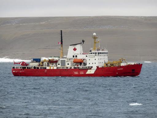 Canadian Coast Guard Ship Amundsen passes along side USCGC Healy during joint training near Resolute, Nunavut, Canada